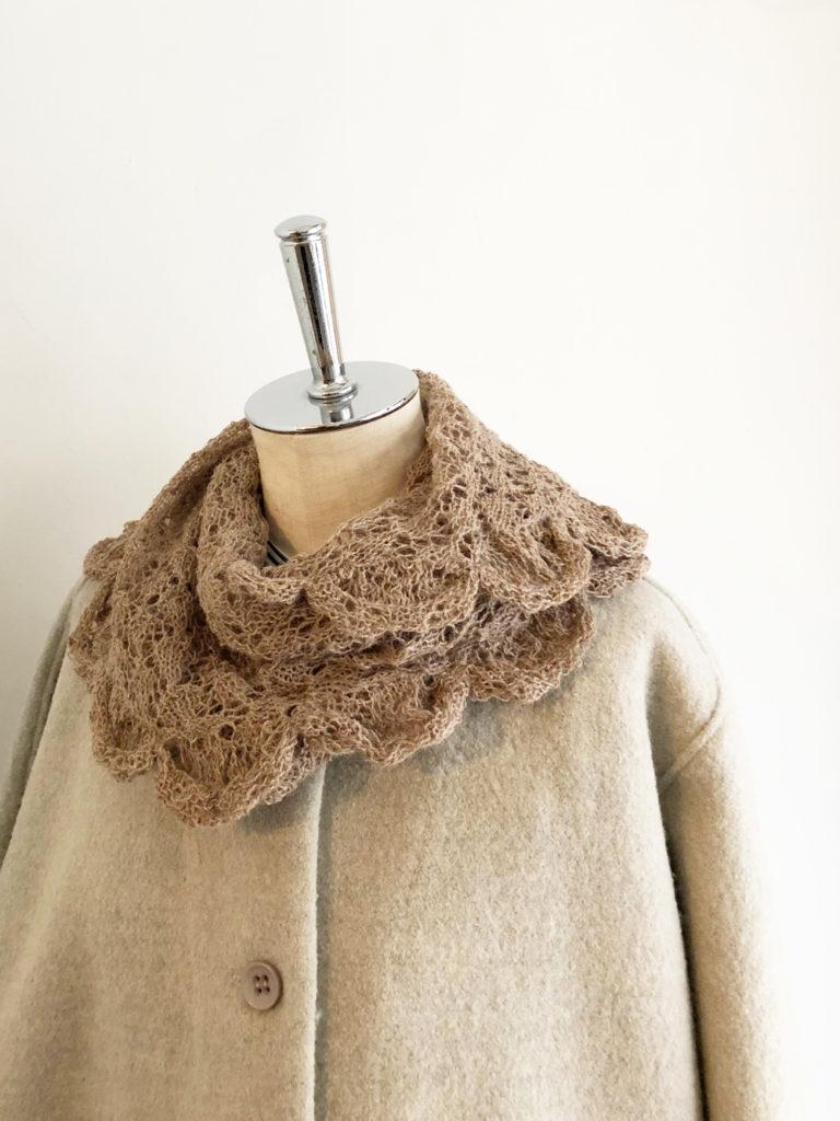 esencia _ triangle scarf / Beige