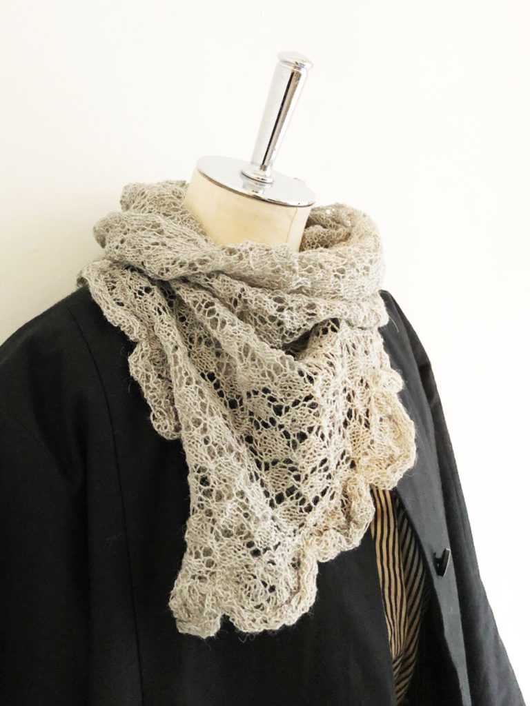 esencia _ triangle scarf / Gray