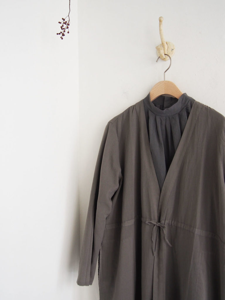 evam eva (WOMEN) _  drawstring robe / Otter Gray