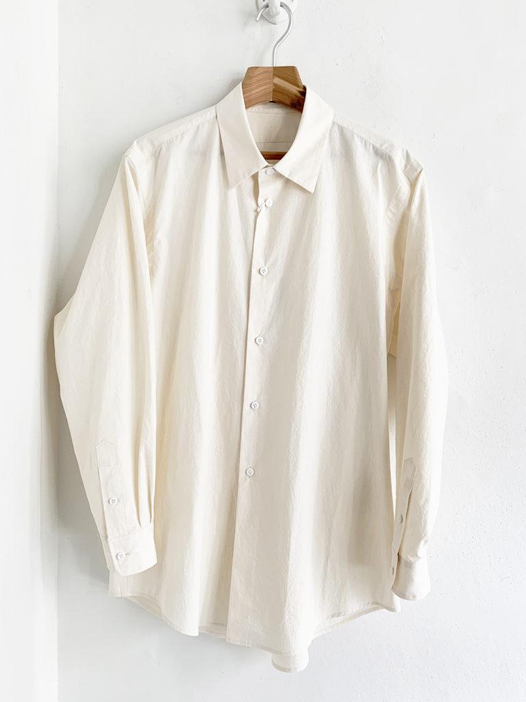 un/unbient _  レギュラーカラーシャツ /生成り
